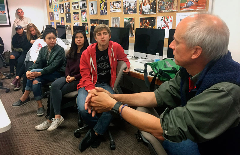Photographer George Steinmetz talking to a group of students