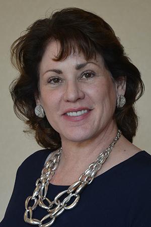 Headshot of alumni member Elizabeth Fetter