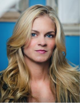 Headshot of alumni member Lauren  Connolly