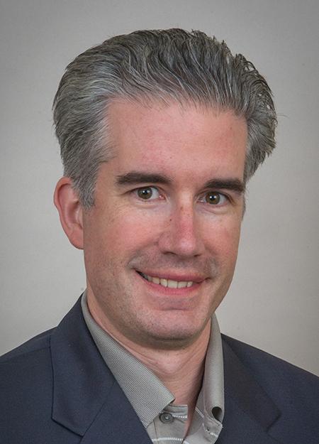 Headshot of alumni member Tom Resau
