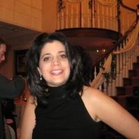 Headshot of alumni member Cindy Viadella